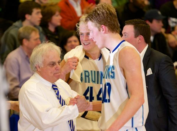Bruins rout Kenwood, return to state tourney
