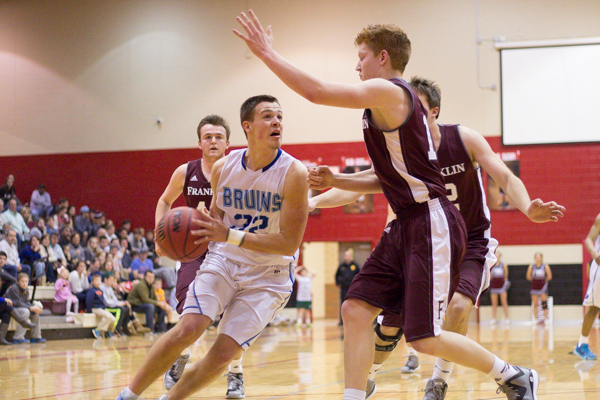 Brentwood boys defend district basketball tournament crown