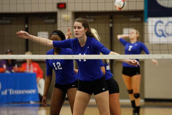Brentwood volleyball sweeps Ravenwood